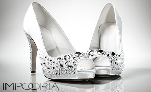 Here you can see how easy and simple it can be to buy your bridal shoes from the popular German brand for bridal gowns and wedding dresses for your wedding day..
